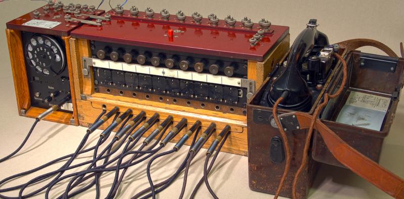 Телефонный коммутатор Kleiner Klappenschrank с наборным устройством и телефоном FF-33