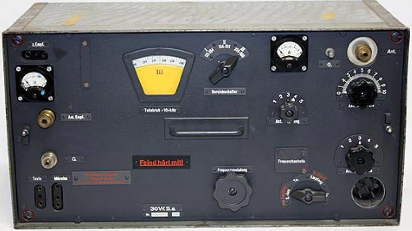 Комплект радиостанции Fu-20 (Fu-22). Справа – передатчик 30 W.S.a.