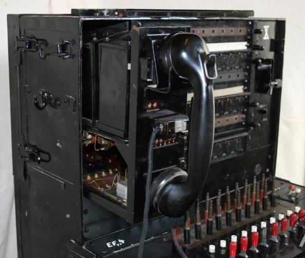 Телефонный коммутатор «Feldklappenschrank zu 20 Leitungen»