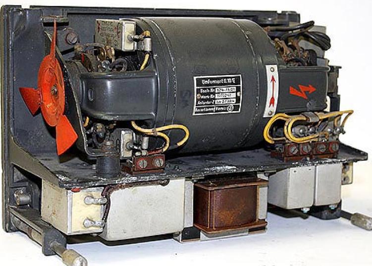 Составные части FuG-10. Умформер U.10/E без защитного кожуха.