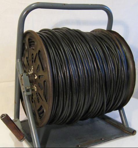 Катушка с подставкой для полевого провода