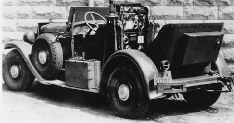 Мобильная радиостанция SCR-189 в автомобиле Т-1