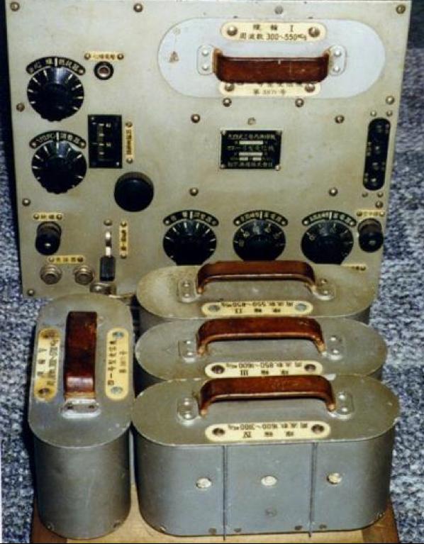 Приемник Type 41-D с контейнерами запасного имущества Type 94-3С