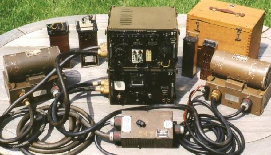 Полный комплект радиостанции Type 99-1 с двумя мотор-генераторами