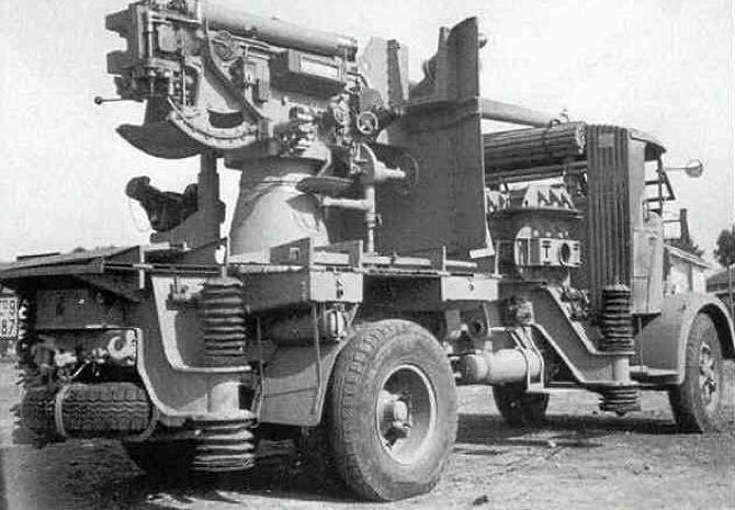 ЗСУ аutocannone da 90/53 sur Lancia 3RО