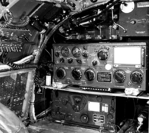 Передатчик ART-13 с приемником BC-348 на борту бомбардировщика Lancaster