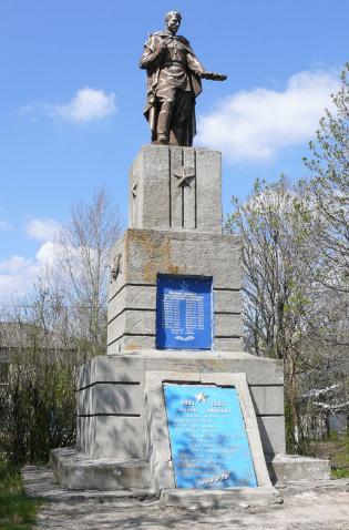с. Алексеевка Близнюковского р-на. Памятник в центре села, установлен на братской могиле, в которой похоронено 24 советских воина, погибших при освобождении села