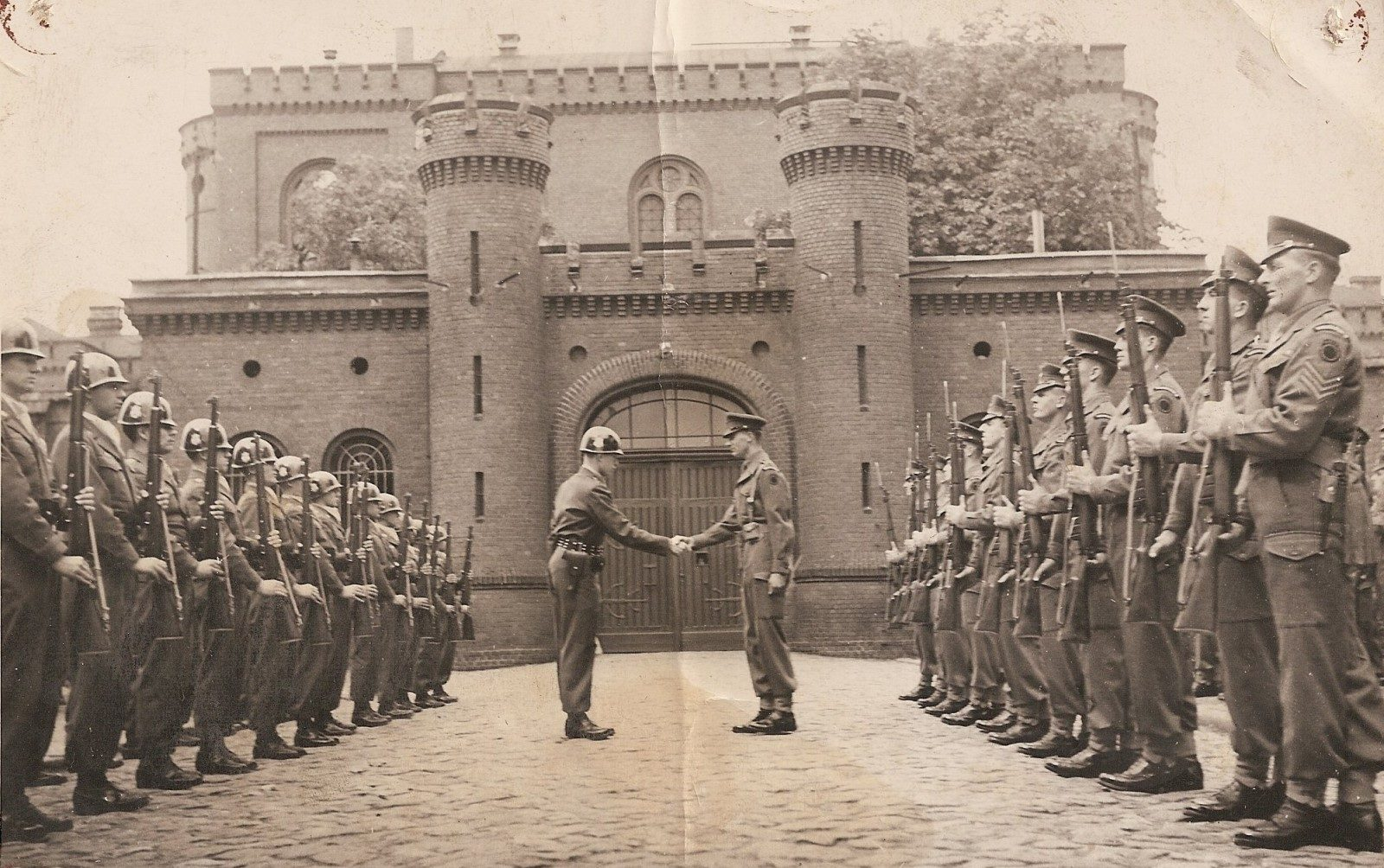 Смена караула в тюрьме Шпандау