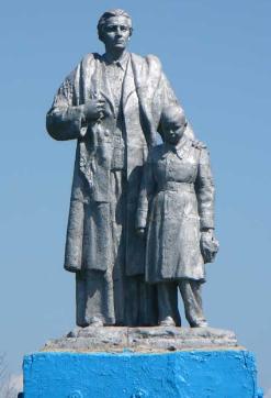 с. Васильевка Барвенковского р-на. Памятник установлен на братской могиле, в которой похоронено 89 воинов.