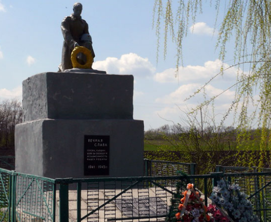 с. Преображеновка Близнюковского р-на. Братская могила.