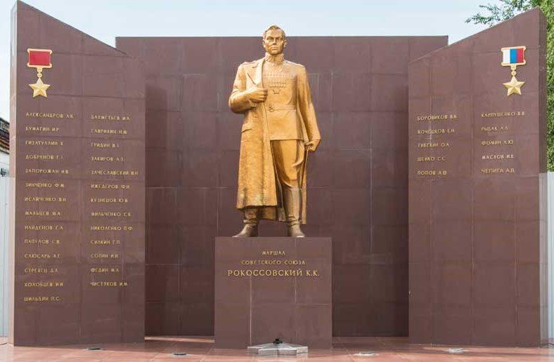 г. Благовещенск. Памятник маршалу К.К. Рокоссовскому на территории ДВОКУ