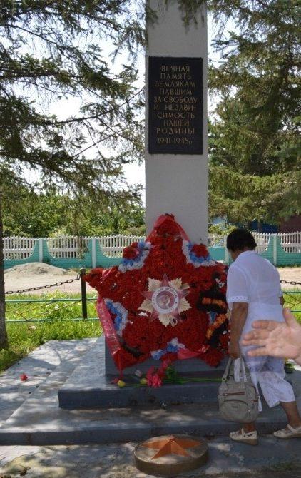 п. Раздольное Тамбовского р-на. Памятник погибшим в годы войны