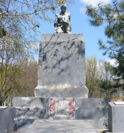 с. Софиевка Близнюковского р-на. Памятник установлен на братской могиле, в которой похоронено 92 воина, в т.ч. 72 неизвестных, погибших при освобождении села