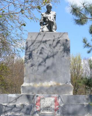 с. Софиевка Близнюковского р-на. Памятник установлен на братской могиле, в которой похоронено 92 воина, в т.ч. 72 неизвестных, погибших при освобождении села.