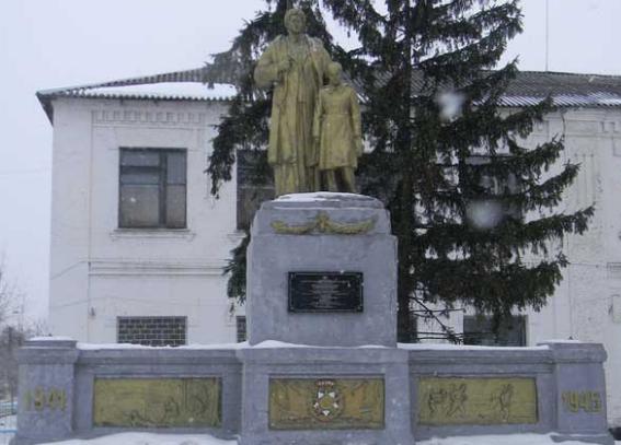 г. Богодухов. Памятник по улице Шевченко, установлен на братской могиле советских воинов.