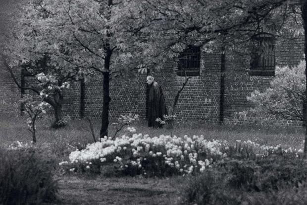 Одинокий узник Шпандау - Рудольф Гесс в саду