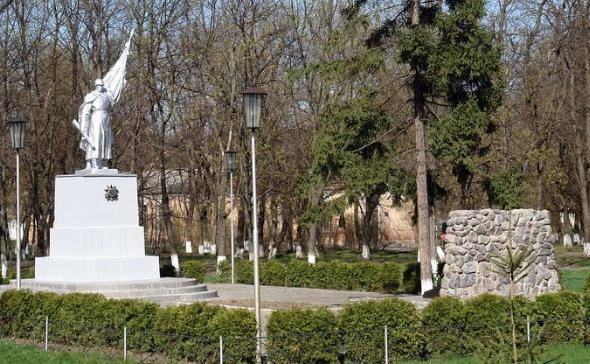 г. Балаклея. Общий вид мемориала в память о погибших при освобождении города