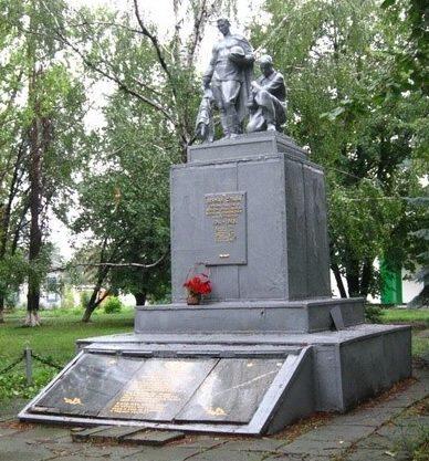 с. Петровское Близнюковского р-на. Памятник воинам, погибшим во время войны