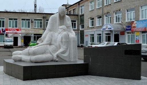г. Благовещенск. Памятник «Скорбящая мать» по ул. Калинина