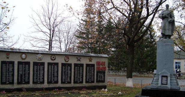 с. Подлиман Боровского р-на. Мемориал в центре села, установлен на братской могиле, в которой похоронено 66 воинов. На стеле размещены памятные доски с именами односельчан, не вернувшихся с войны