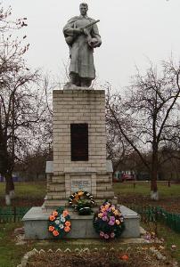 с. Чернещина Боровского р-на. Памятник установлен на братской могиле, в которой похоронен 21 воин, погибший при освобождении села