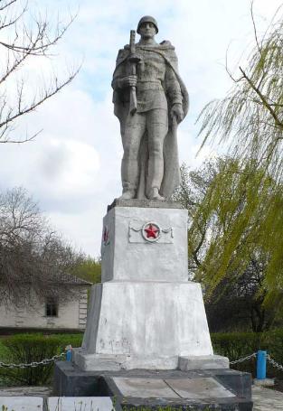 п. Гусаровка Барвенковского р-на. Памятник в центре села, установлен на братской могиле, в которой похоронено 120 воинов, среди которых и ВитинВ.К. – Герой Советского Союза.