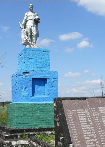 с. Андреевка Близнюковского р-на. Памятник в центре села, установлен на братской могиле, в которой похоронено 36 советских воинов, погибших при освобождении села