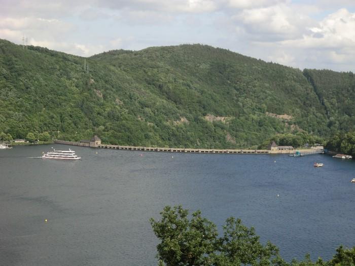 Дамба на озере Эдер