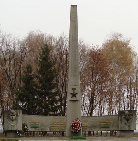 п. Боровая. Общий вид памятника Героям Советского Союза