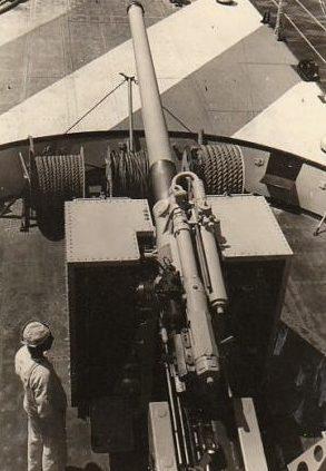 Орудие 100-mm/47 на торговом судне.