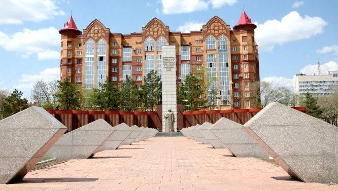 г. Благовещенск. Общий вид на мемориал воинам-амурцам на площади Победы