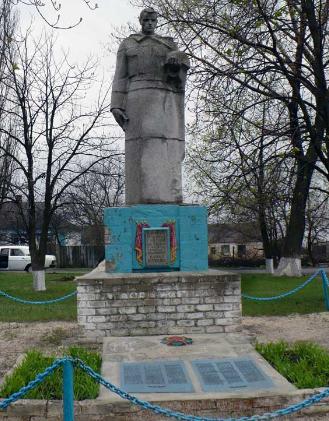 п. Котовка Барвенковского р-на. Памятник, на сельском кладбище, установлен на братской могиле, в которой похоронено 127 воинов