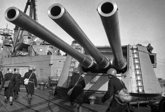 Корабельное орудие «Б-1-П» в трехорудийной башне «МК-3-180».