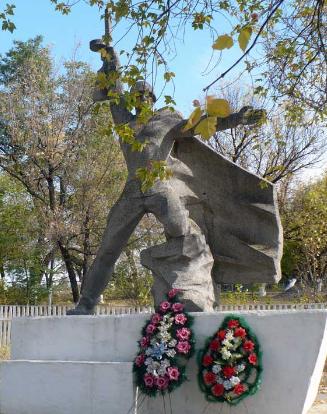 п. Курулька Барвенковского р-на. Братская могила.