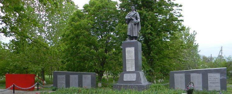 с. Борщовка Балаклейского р-на. Мемориал погибшим землякам