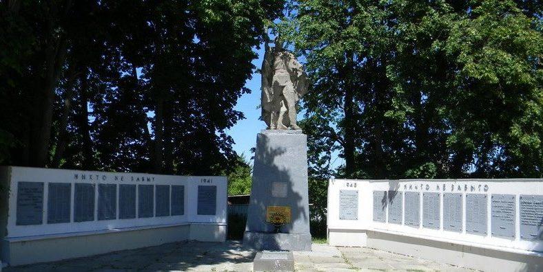 с. Ивано-Шийчино Богодуховского р-на. Мемориал в центре села на братской могиле, в которой похоронено 30 воинов, в.ч. 21 неизвестного. Рядом с памятником расположены две стелы с мемориальными досками с именами погибших земляков.