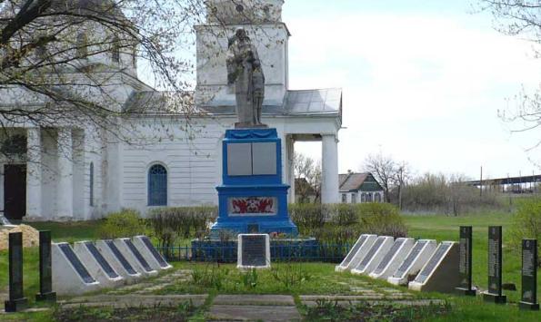 п. Мечебилово Барвенковского р-на. Памятник в центре села, установлен на братской могиле, в которой похоронено 144 воина. Здесь же размещены мемориальные доски с именами погибших односельчан в годы войны.