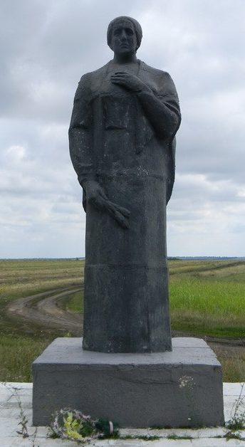 с. Кияны Богодуховского р-на. Памятник на сельском кладбище, установлен на братской могиле, в которой похоронено 78 воинов