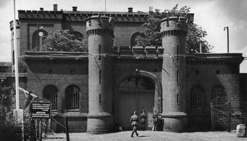 Центральный вход в тюрьму Шпандау