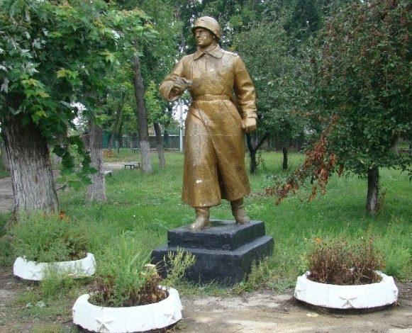 Памятный знак воину-освободителю по улице Полтавский Шлях, 184