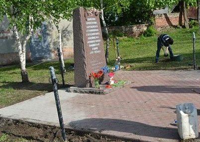 Памятный знак погибшим узникам концлагеря «Холодная гора»