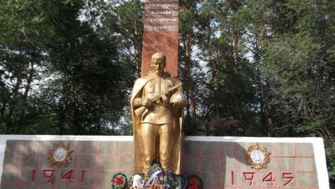 с. Васильевка Белогорского р-на. Памятник погибшим односельчанам