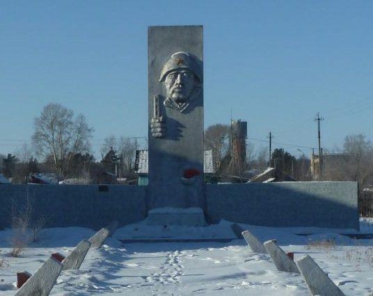 с. Дубровка Белогорского р-на. Памятник не вернувшимся с войны односельчанам