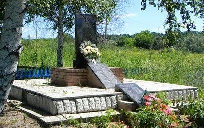 с. Волвенково Балаклейского р-на. Памятник установлен на братской могиле, в которой похоронено 125 воинов, в т.ч. 74 неизвестных. Здесь же установлена мемориальная плита с именами 52 односельчан погибших во время войны.