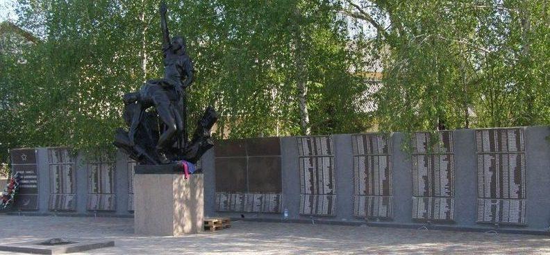 г. Барвенково. Общий вид мемориала погибшим землякам