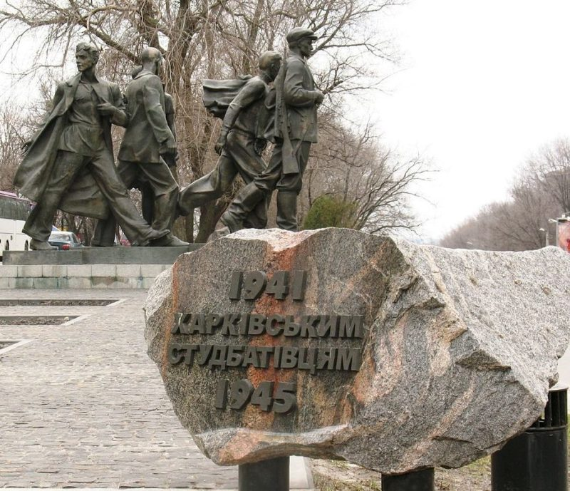 Общий вид памятника «студбатовцам»