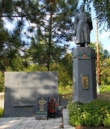 с. Сазоно-Балановка Богодуховского р-на. Памятник установлен на братской могиле, в которой похоронено 24 воинов, в т.ч. 11 неизвестных, погибших в боях за село. На памятном знаке погибшим землякам, установлена мемориальная доска в память о 439 односельчанах, не вернувшихся с войны