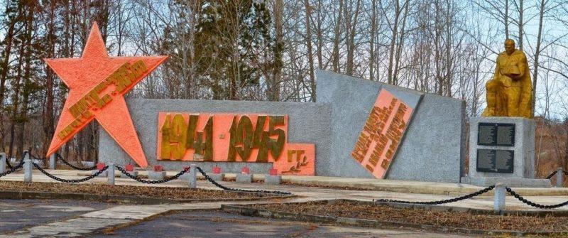 с. Анновка Ивановского р-на. Монумент погибшим землякам