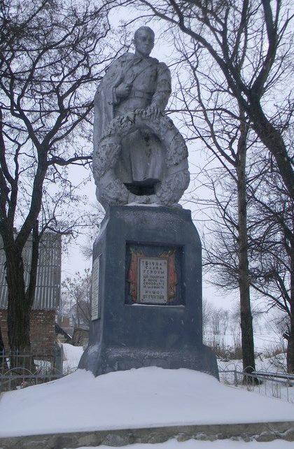 с. Семенов Яр Богодуховского р-на. Памятник установлен на братской могиле, в которой похоронено 143 воина, в т.ч. 120 неизвестных, погибших в боях за село