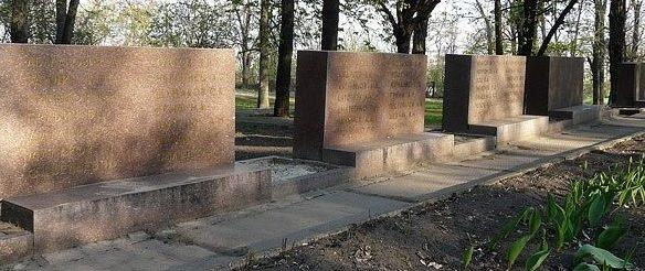 Стелы с именами погибших